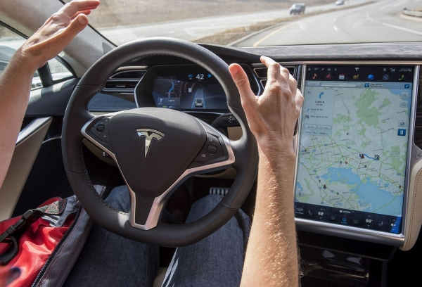 Tesla gives its'fully self-driving capable' vehicles2