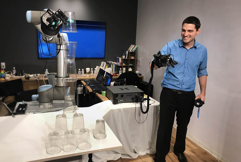 World first's Haptic Robot that can transmit touch 2