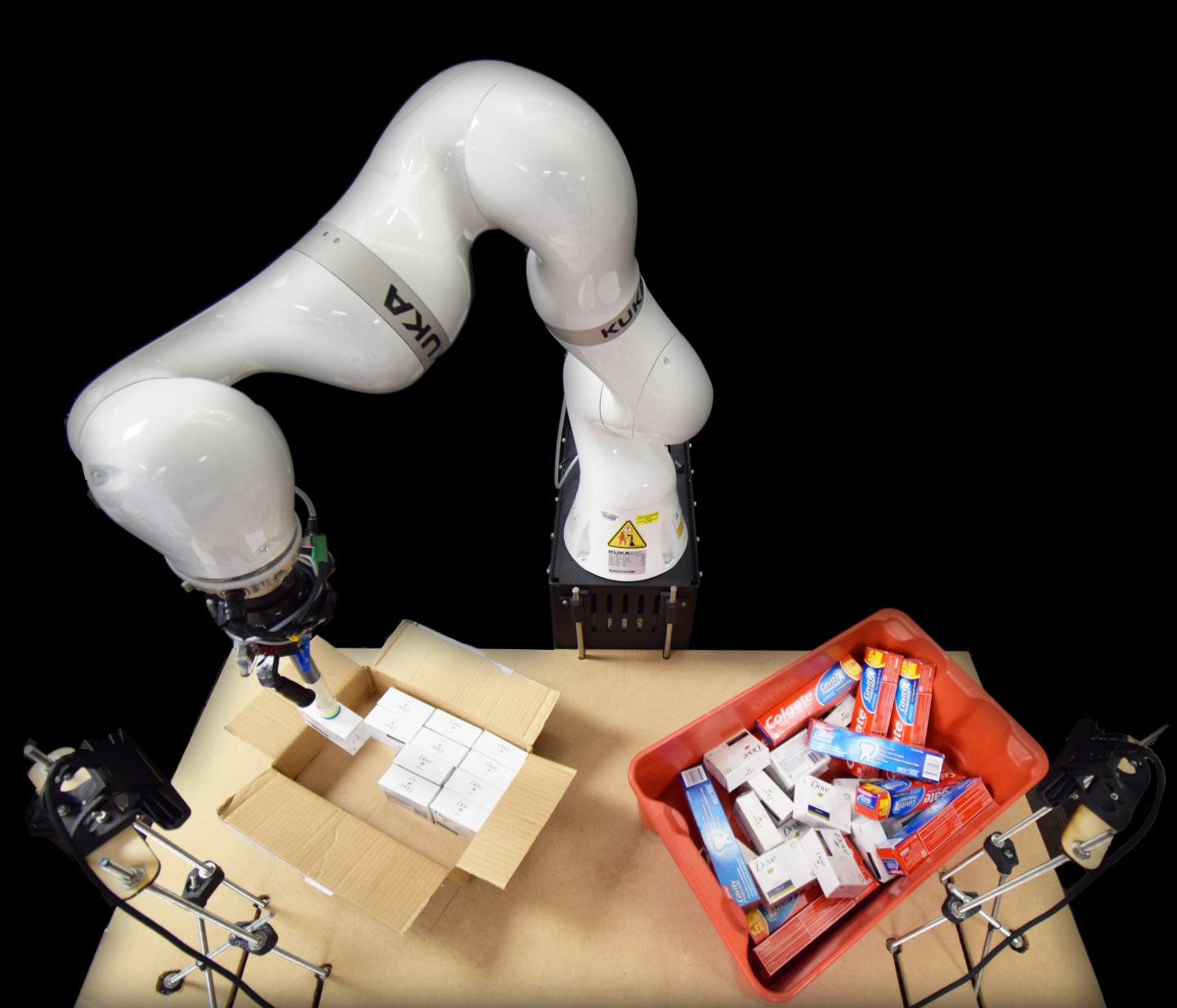 This AI powered Robot arm can help pack things 16