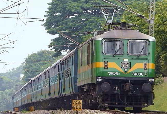 Indian Railway makes the use of Electric Locomotive with Solar Power 7
