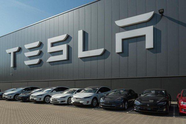How Tesla is Using Artificial Intelligence and Big Data 25